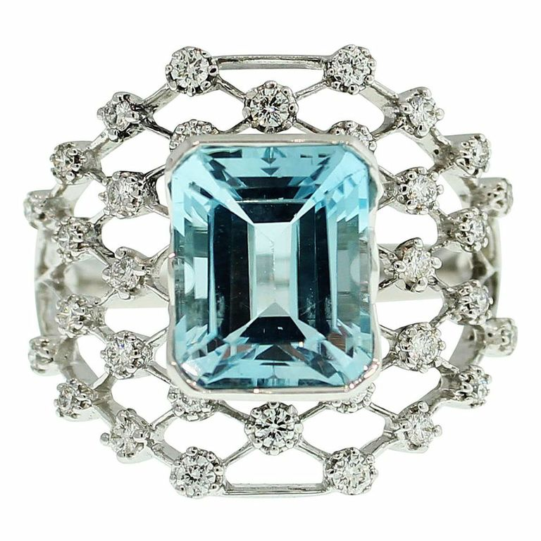 18CT WHITE GOLD NATURAL AQUAMARINE & DIAMOND